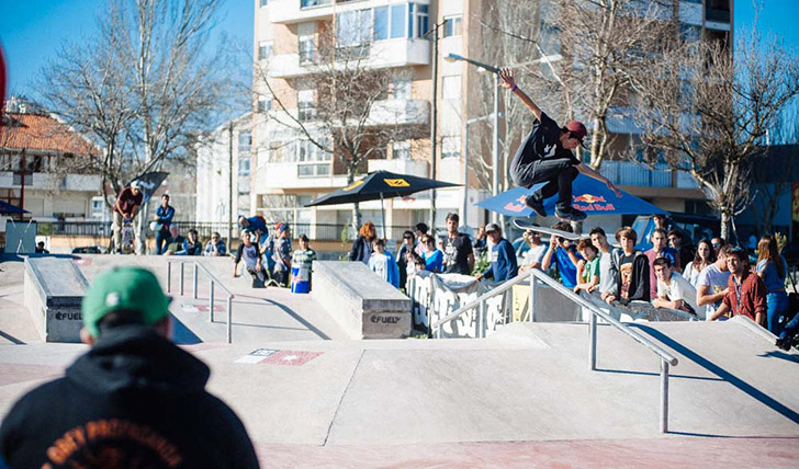 Bruno Senra Hardflip por cima do rail