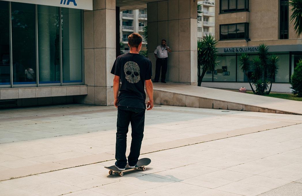 """Das poucas vezes que tentámos skatar na rua, os """"sugas"""" lá vieram praticar a sua """"pseudo autoridade""""."""